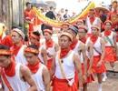 Bất chấp nắng nóng, ngàn người đổ về Hội Chèm