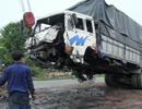 Tài xế ngủ gật, xe tải cuốn phăng gần 20m dải phân cách