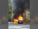 Xe Tesla bất ngờ bốc cháy khi đang chạy thử
