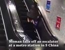 Người phụ nữ trượt ngã, lộn nhiều vòng ở thang cuốn