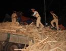 Xe tải tông nhau, 2 tài xế kẹt cứng, tử vong trong cabin
