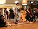 Tây mặc áo dài, nhảy sạp đón Tết cùng người Việt