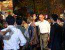 Clip khoảnh khắc ông Obama bước vào quán bún chả bình dân