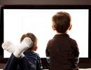 Tại sao người mẹ không nên vừa cho con bú vừa xem TV?