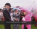 Nữ hoàng Anh chê quan chức Trung Quốc: Lỗi tại… chiếc ô?