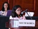 Bạn trẻ ngoại quốc say sưa tranh biện trong phòng mô phỏng LHQ tại Việt Nam