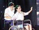 Xúc động màn múa với xe lăn của tân đại sứ THPT Chu Văn An