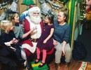 """""""Sao"""" hào hứng đưa con đi gặp ông già Noel"""
