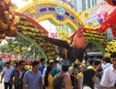 Đông nghịt người du xuân, lễ chùa ngày đầu năm