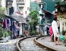 Nhịp sống quanh cây cầu đường sắt trăm tuổi ở Hà Nội