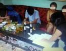 Bắt quả tang 9 nữ tiếp viên thoát y tiếp bia cho khách ở quán karaoke