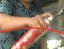 Clip: Rùng mình cá khô ngâm, phun thuốc diệt côn trùng