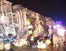 Xe giường nằm lật trên Quốc lộ 1, hơn 10 người bị thương
