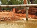 """Chưa được phê duyệt thiết kế, nhà thầu đã đổ đất """"bít"""" dòng sông"""