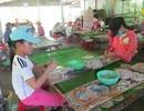 Trước ngày khai trường: Hơn 50 học trò nghèo bóc cá bò để kiếm tiền mua sách vở