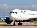 """Tiếp viên """"hỗn chiến"""" với hành khách liều lĩnh phá cửa khi máy bay đang bay"""