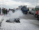 Xe máy bất ngờ cháy trơ khung, chủ xe bỏ đi