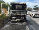 Xe bồn chở dầu bốc cháy ngùn ngụt