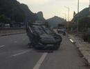 Xế hộp Mazda CX5 đâm đầu vào dải phân cách, lật ngửa giữa quốc lộ