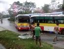 Hai xe buýt cùng hãng đâm nhau, tài xế suýt mất mạng
