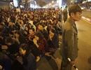 """Hàng nghìn người ngồi lòng đường """"giải hạn"""" đầu năm"""