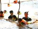 Bộ đội biên phòng dạy bơi cho trẻ em vùng lũ