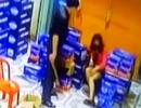 Chồng dùng điếu cày đánh vợ đến nhập viện