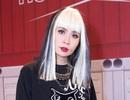 """Lưu Thiên Hương tạo hình sốc với mái tóc """"nửa trắng nửa đen"""" trên ghế nóng"""