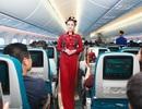 Tiếp viên hàng không trình diễn áo dài ở độ cao 10.000 mét