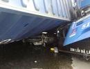 Thùng container lật đè xe buýt và xe máy, một người thoát chết thần kỳ