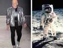 Người đầu tiên đặt chân lên Mặt Trăng lần đầu… sải bước sàn catwalk