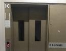 Hai cụ già kẹt trong thang máy suốt 26 tiếng đồng hồ