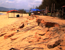 """Bình Định: 400 mét bờ biển bị """"nuốt"""" , dân nơm nớp lo"""
