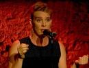 Nữ ca sĩ chết trên sân khấu, nghi bị giật điện