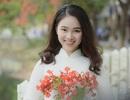 Nữ sinh tuổi 16 lãng mạn bên chùm hoa phượng đỏ