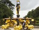 Đài phun nước nàng tiên cá được dát… 9.000 lá vàng