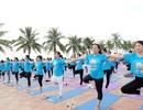 Hàng ngàn người đồng diễn Yoga ở Công viên Biển Đông