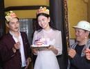 """Á hậu Thanh Tú nhận """"quà độc lạ"""" trong tiệc sinh nhật bí mật"""