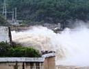Cấm người dân chụp ảnh, ghi hình cạnh thủy điện đang xả lũ