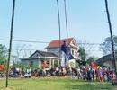 Người dân háo hức đi đu tiên tại làng Gia Viên