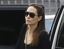 Angelina Jolie đi ăn cùng bố đẻ