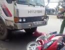 """Xe tải """"húc"""" xe máy, một người tử vong"""