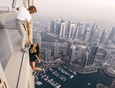 Liều mạng tạo dáng trên nóc nhà cao tầng để chụp ảnh Instagram