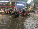 Đường Sài Gòn ngập nặng sau trận mưa không lớn