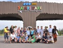Khách du lịch chen nhau mua vé vào FLC Zoo Safari dịp 30/4