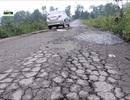Người dân phải lập rào chắn chặn xe quá tải vào đường làng né trạm thu phí BOT