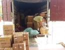 Bắt giữ xe tải sử dụng biển giả vận chuyển hàng lậu số lượng lớn