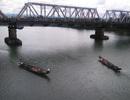 Tìm kiếm thi thể phụ nữ nhảy sông Thạch Hãn tự tử