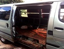 Xe ô tô chở gỗ lậu ngang nhiên đậu trên quốc lộ