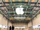 """Apple """"xâm lấn"""" lãnh thổ của Samsung"""